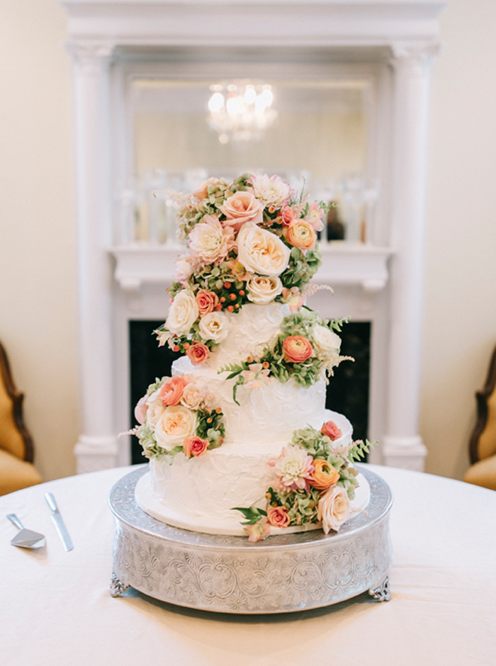 flowers on a wedding cake