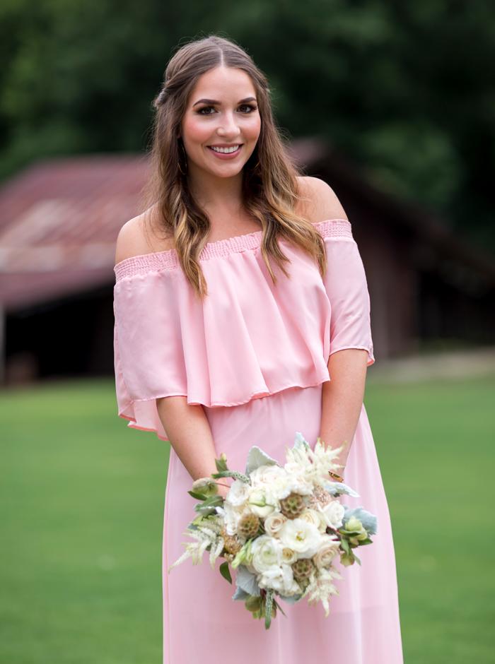 white bridesmaids bouquet